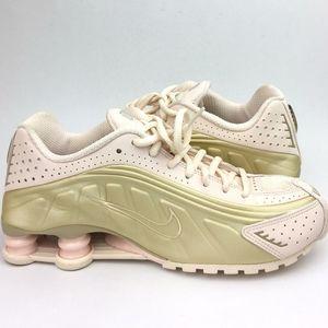 NIKE Shox R4 Running Shoe sz 9